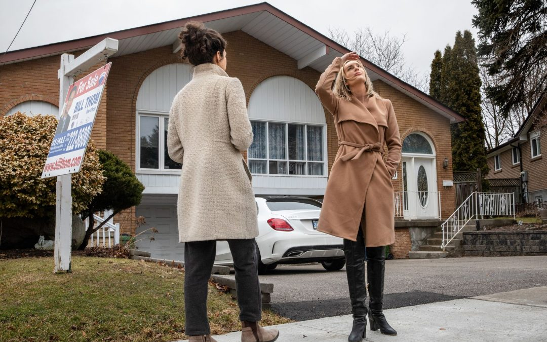 Lower interest rates send mortgage market into a frenzy as buyers race to take advantage